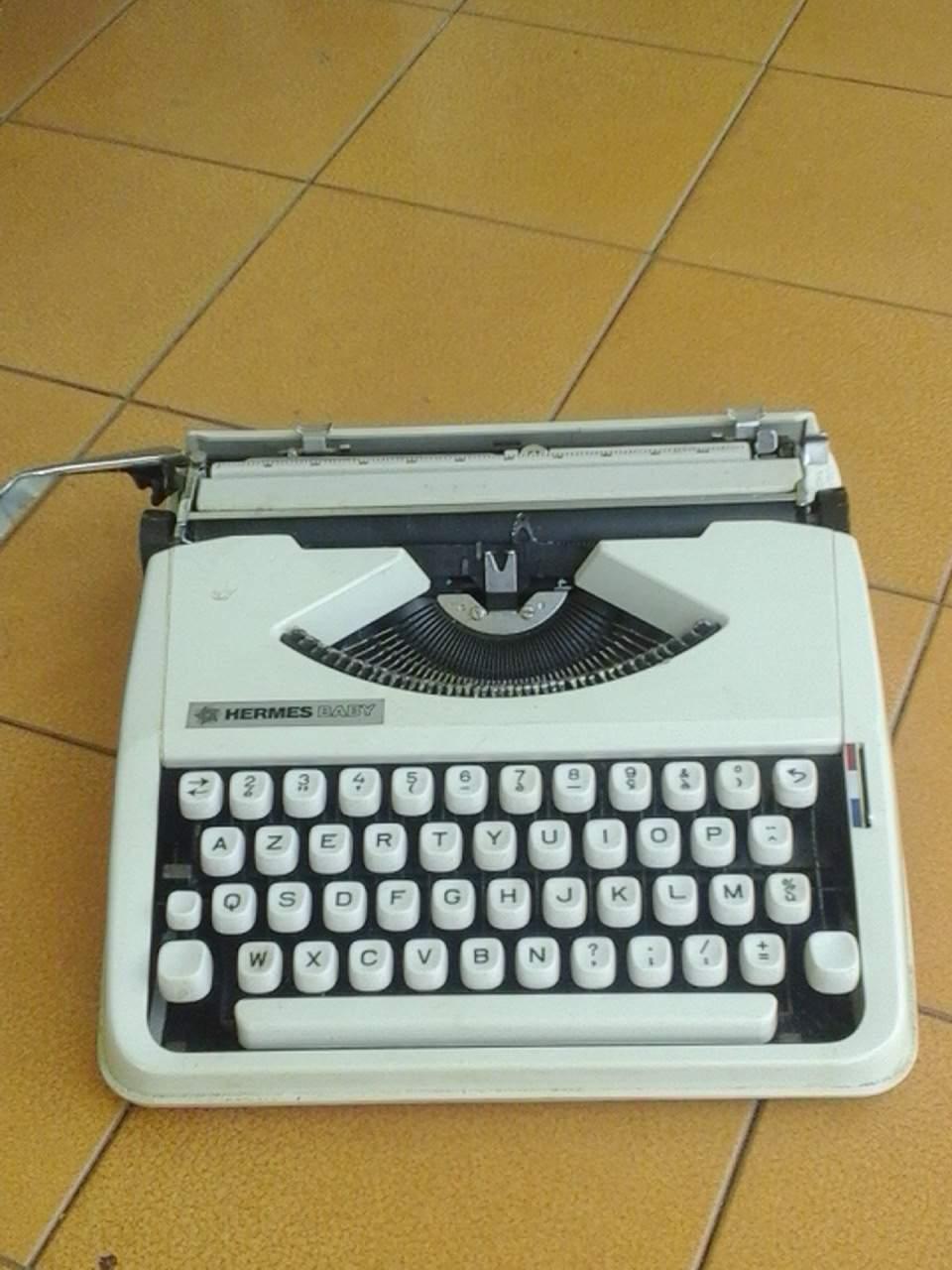 Machine à écrire HERMES modèle  BABY 0 Le Tampon (97)