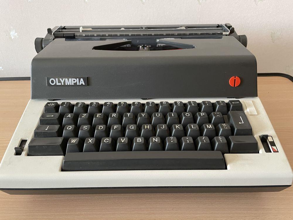 Machine à Écrire Olympia E-R12 Vintage 50 Neuvy (03)