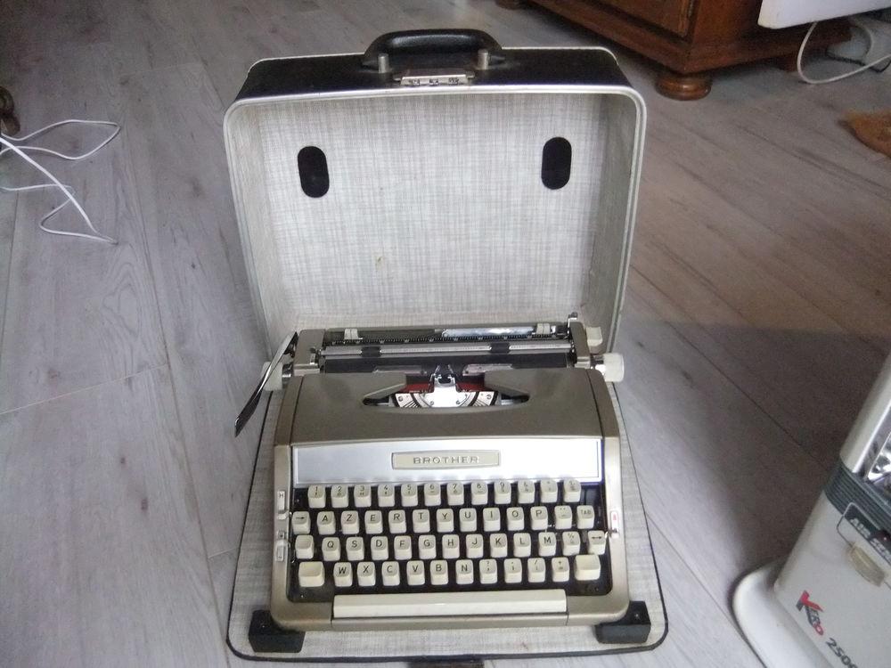 Machine à écrire portable 40 Sausset-les-Pins (13)