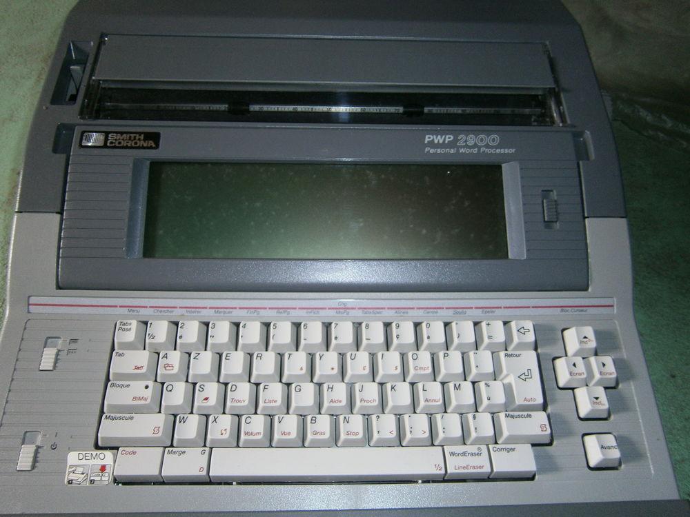 Machine à écrire SMITH CORONA 2900 75 Villeneuve (33)