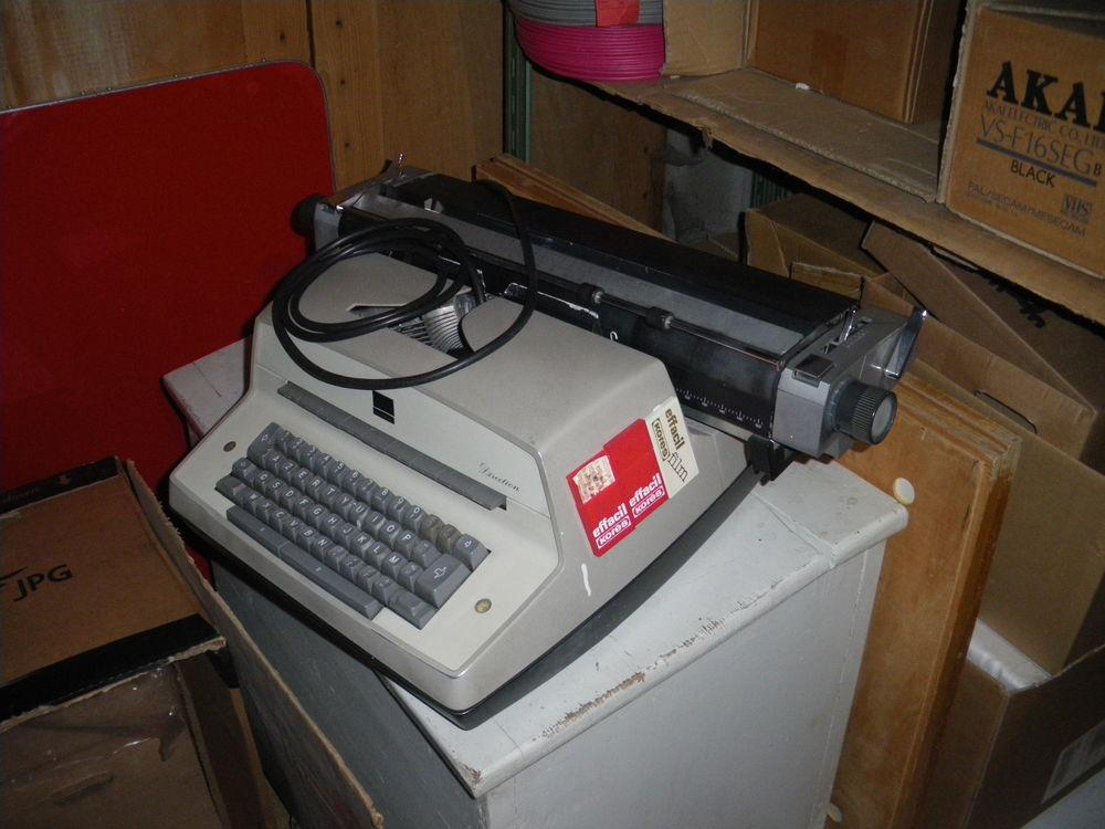 Machine a écrire  1 Saint-Jean-de-Maurienne (73)