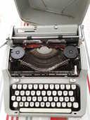 Machine a ecrire  30 Parthenay (79)