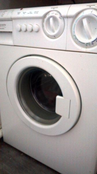 Achetez machine a quasi neuf annonce vente le lavandou - Machine a laver petit modele ...