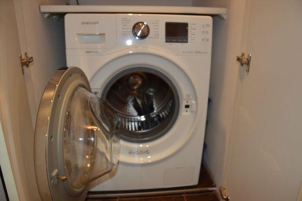machines laver 10 kg occasion annonces achat et vente de machines laver 10 kg paruvendu. Black Bedroom Furniture Sets. Home Design Ideas
