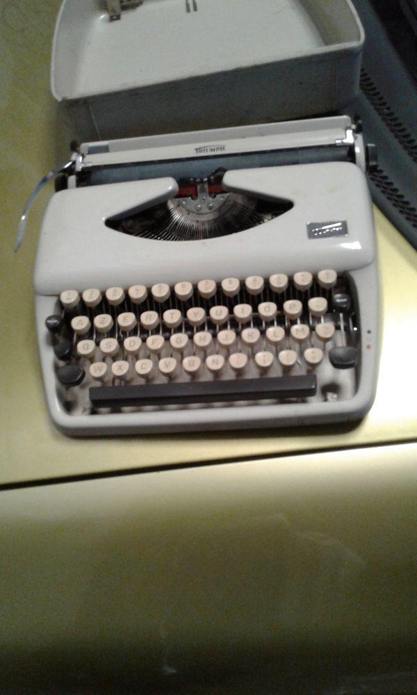 3 machines à écrire  1 Ondres (40)