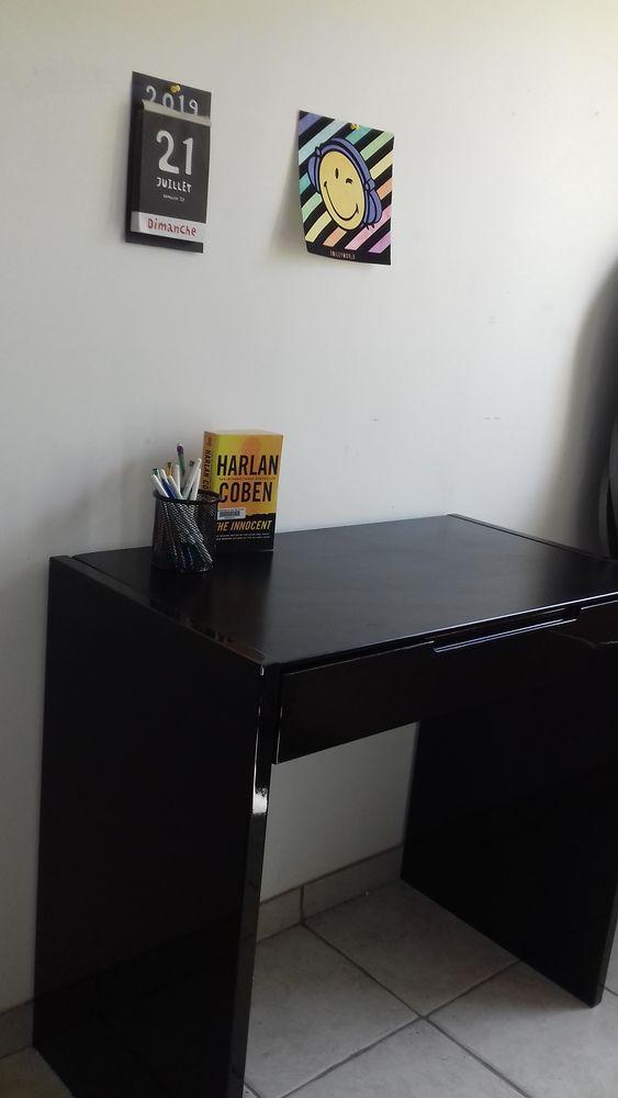 Magnifique bureau laqué noir à 1 tiroir 100 Créteil (94)