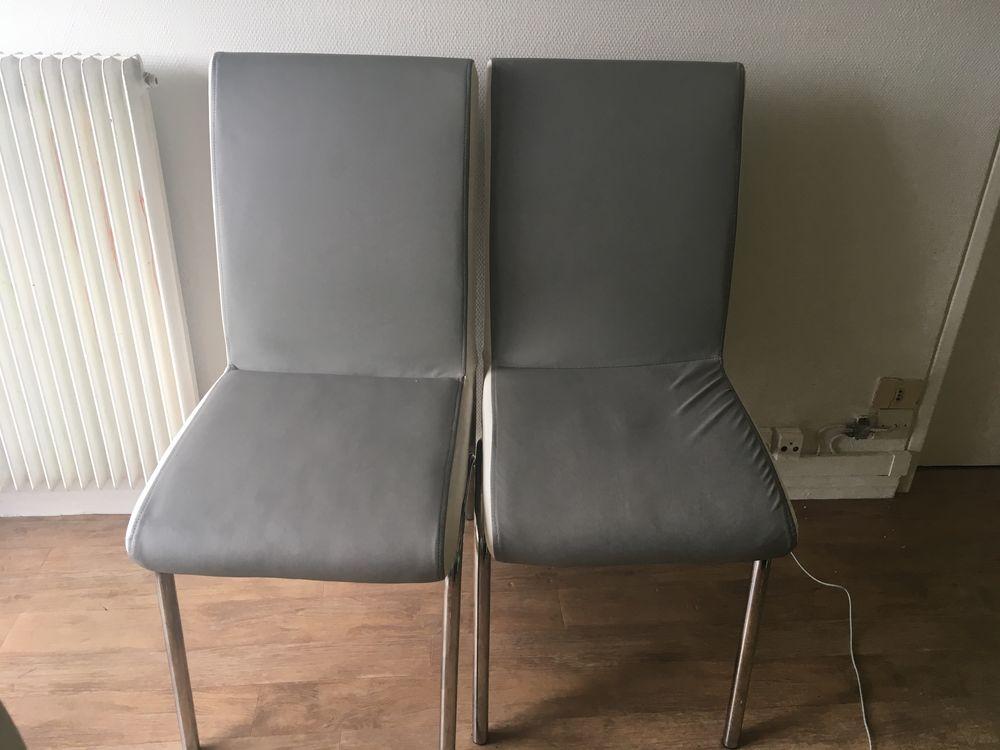 2 magnifique chaises et une table en verre  100 Le Blanc-Mesnil (93)
