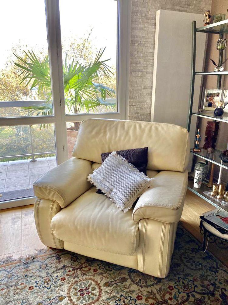 Magnifique fauteuil en cuir de bison couleur crème  110 Brunoy (91)