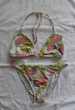 Maillot de bain blanc et fleurs - 2 pièces