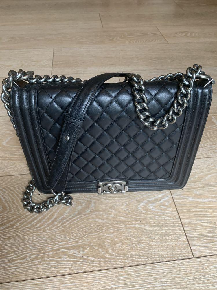 Sac à main Chanel boy grand modèle avec carte  1700 Romainville (93)