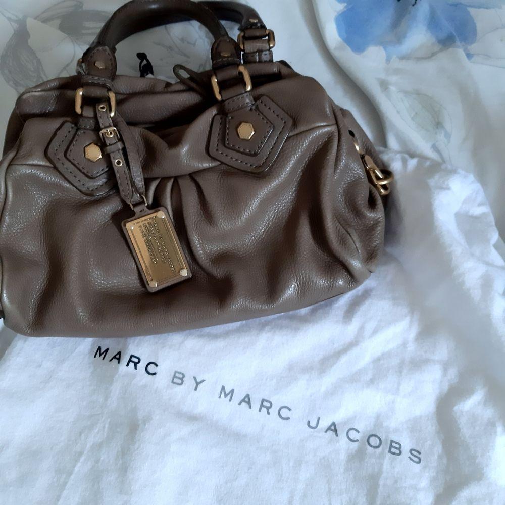 sac à main Marc Jacobs marron foncé 90 Poissy (78)