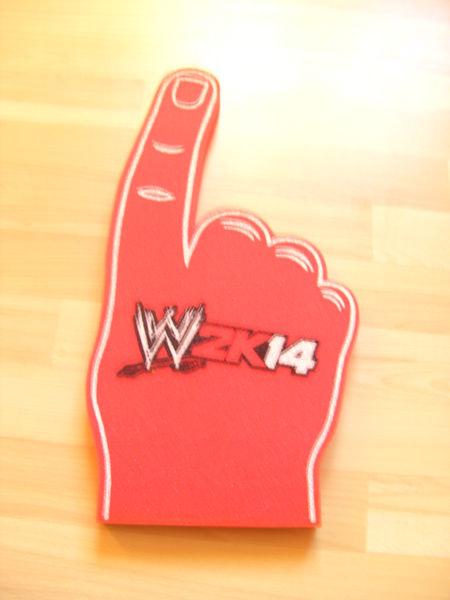 Main en mousse à l'effigie de la WWE 10 Ardoix (07)