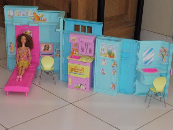 Achetez maison barbie bleue occasion annonce vente for Accessoires maison barbie