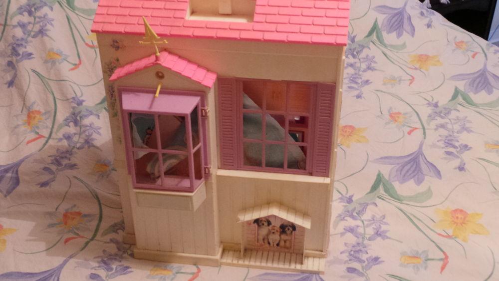 maisons barbie occasion annonces achat et vente de maisons barbie paruvendu mondebarras. Black Bedroom Furniture Sets. Home Design Ideas