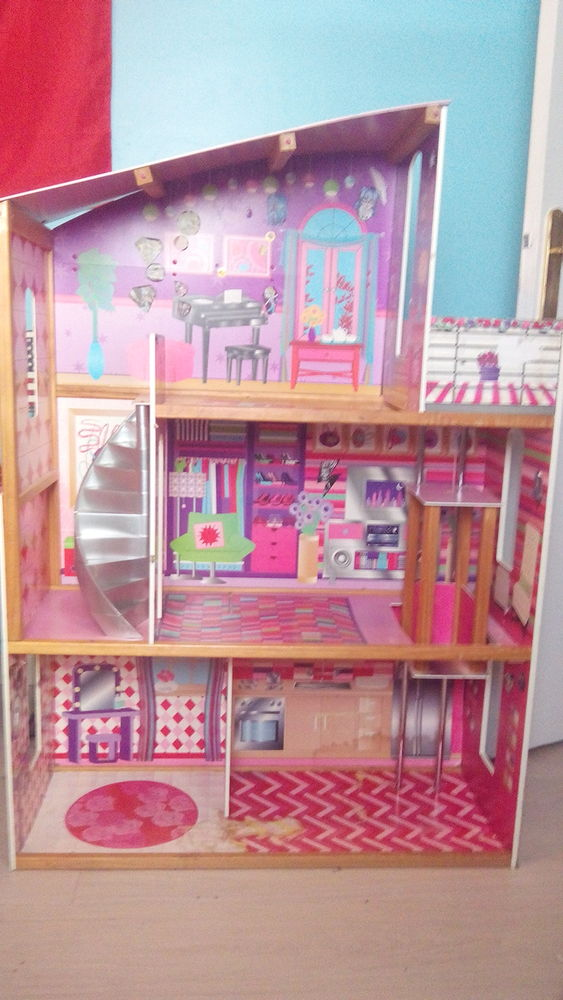 maisons barbie occasion annonces achat et vente de maisons barbie paruvendu mondebarras. Black Bedroom Furniture Sets. Home Design Ideas