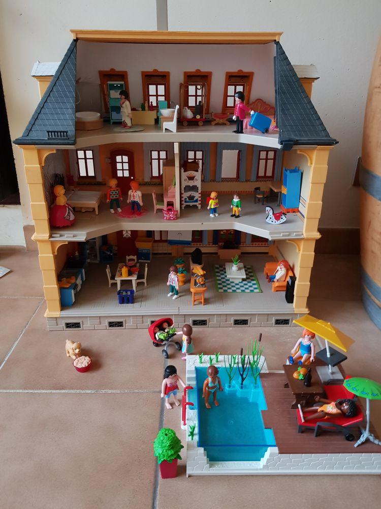 Maison playmobil complètement équipée + piscine 190 Antibes (06)