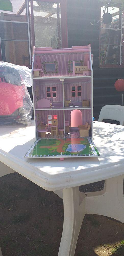 Maison des poupée en bois  30 Miramas (13)