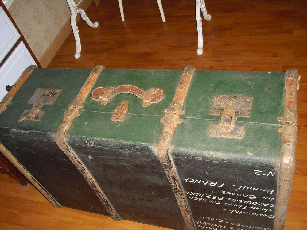 MALLE.TABLES. MACHINE A COUDRE.ARMOIRE.LIT...  120 Le Boulou (66)