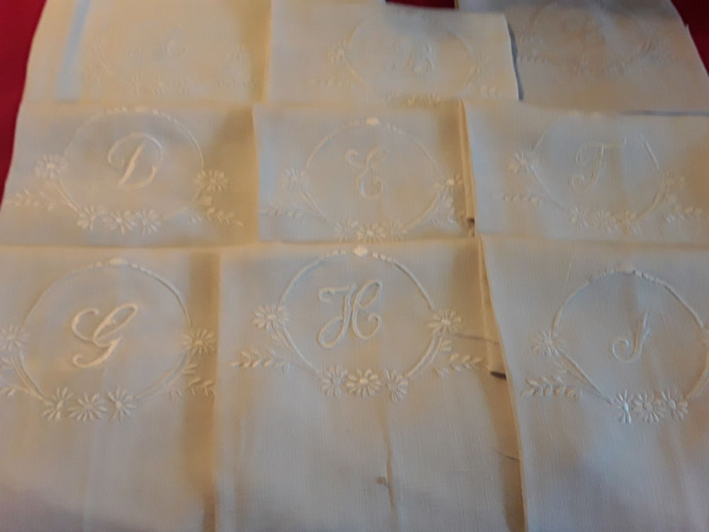 Mamy43  1  monogramme brodé main toile ancienne  B 3 10 Mortain (50)