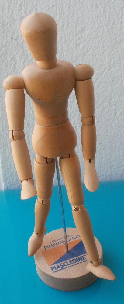Mannequin en bois pour dessin, publicité labo PHARMASCIENCE 9 Montauban (82)