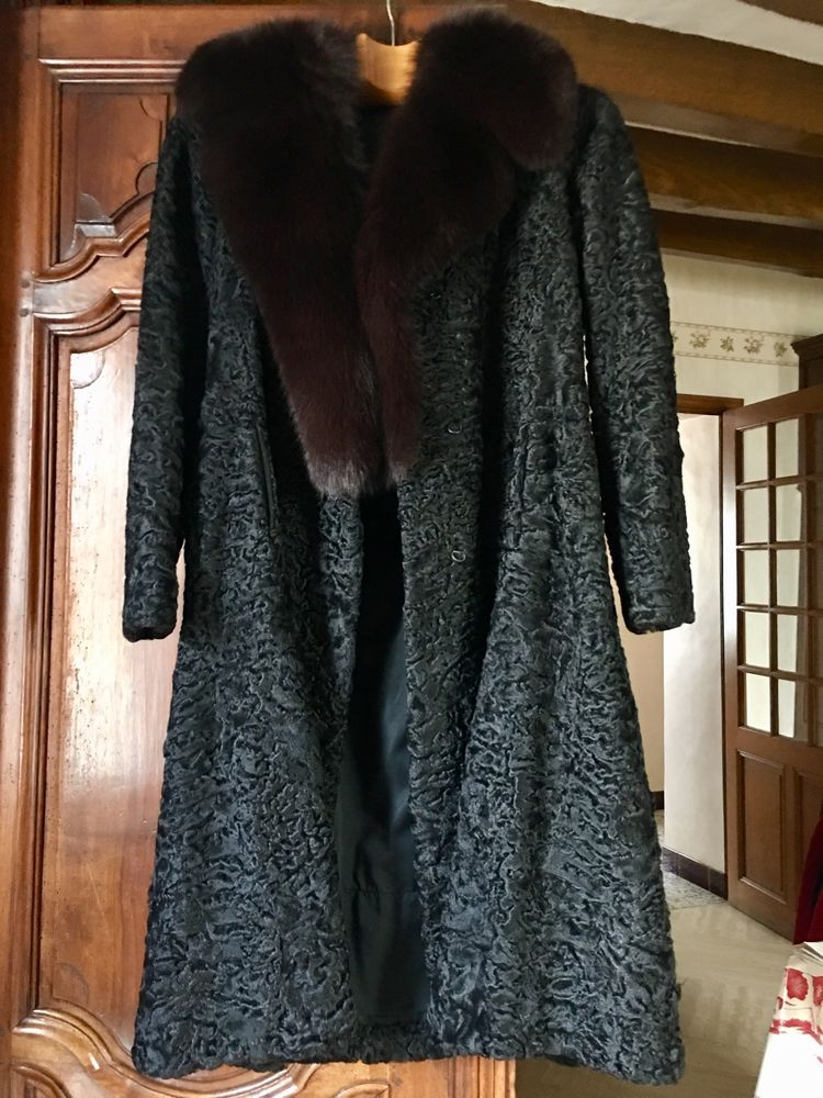 MANTEAU ASTRAKAN  200 Chambourg-sur-Indre (37)