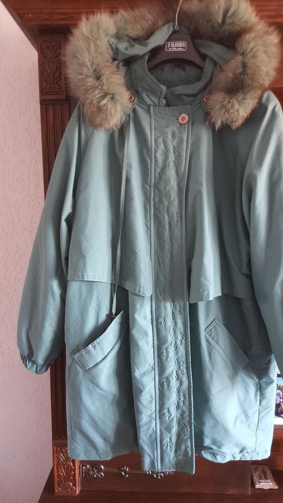 Manteau  avec capuche fourrure vert et broderies  70 Six-Fours-les-Plages (83)
