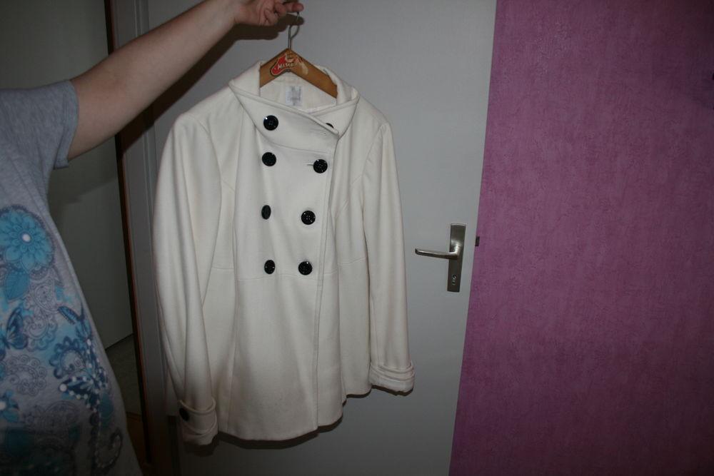Manteau blanc TAILLE 46 15 Molsheim (67)