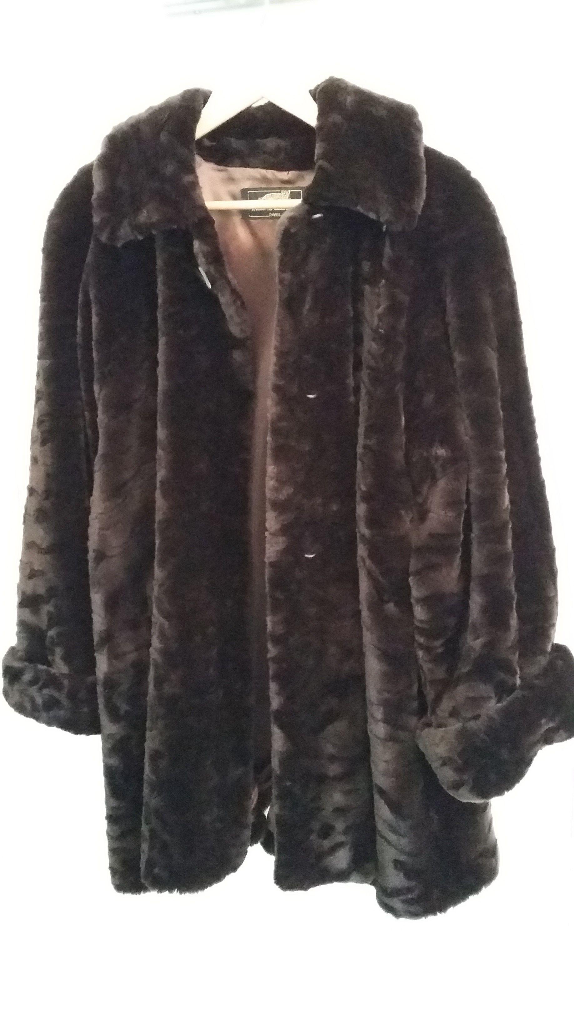 manteau brun en fausse fourrure Vêtements