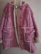 manteau à capuche rose en dain en fourrure