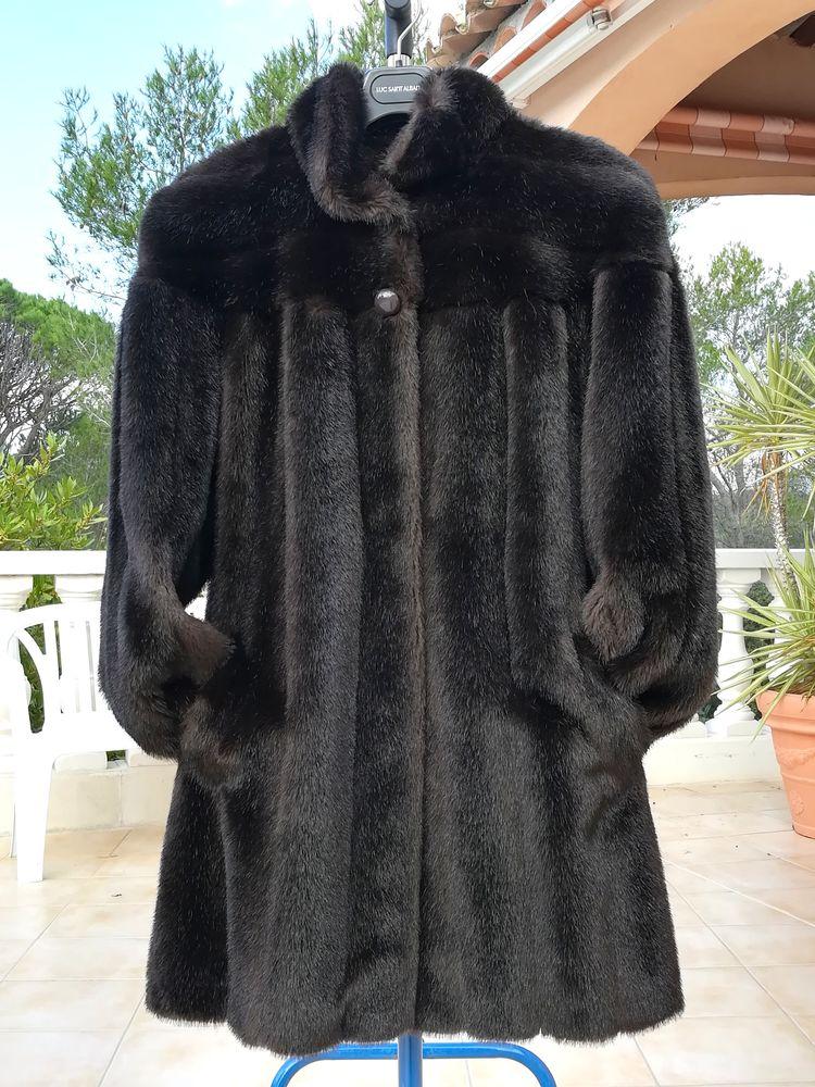 Manteau en fausse fourrure imitation vison. 60 Fréjus (83)