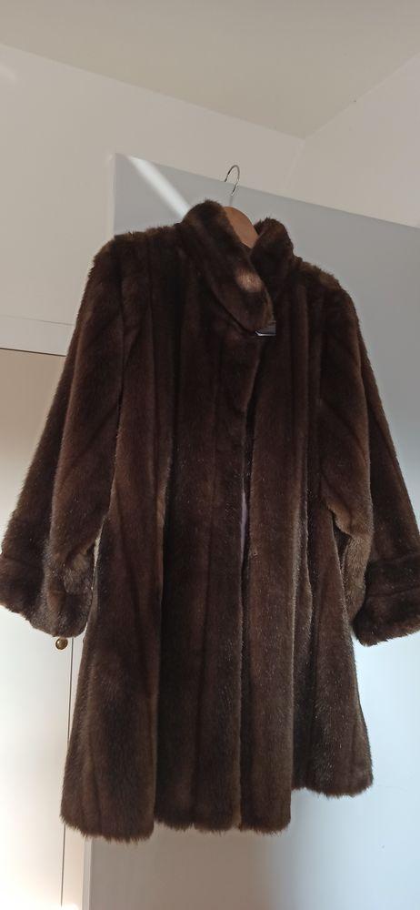 Manteau femme fourrure synthétique imitation vison marron. 35 La Grande-Paroisse (77)