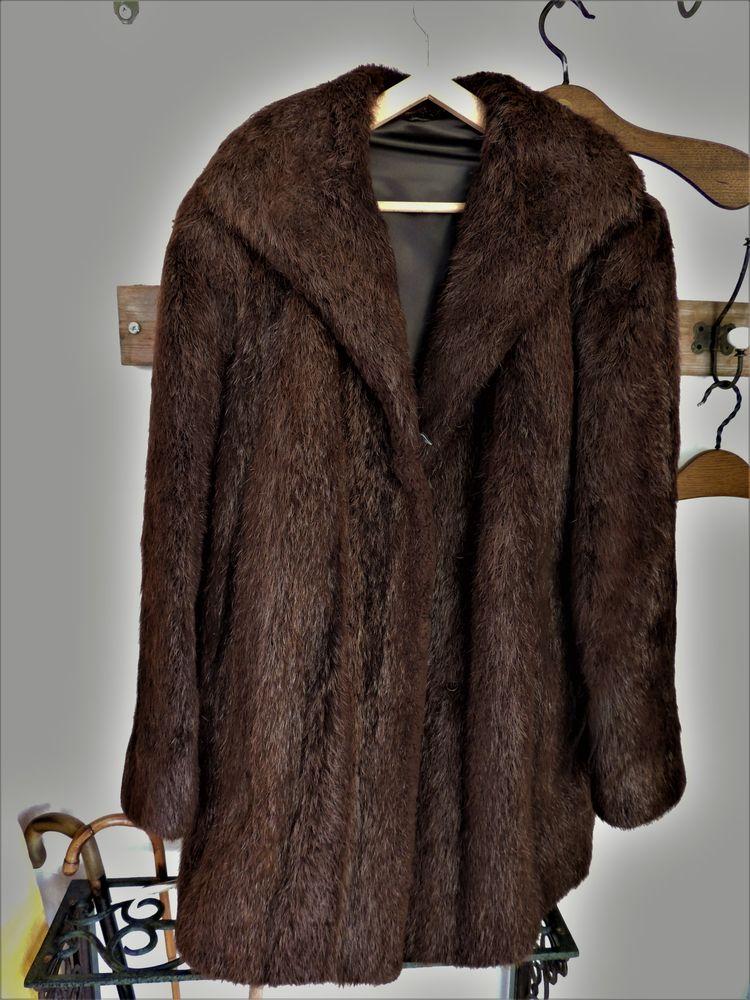 Manteau de fourrure mi-long en ragondin allongé marron foncé 70 Nice (06)