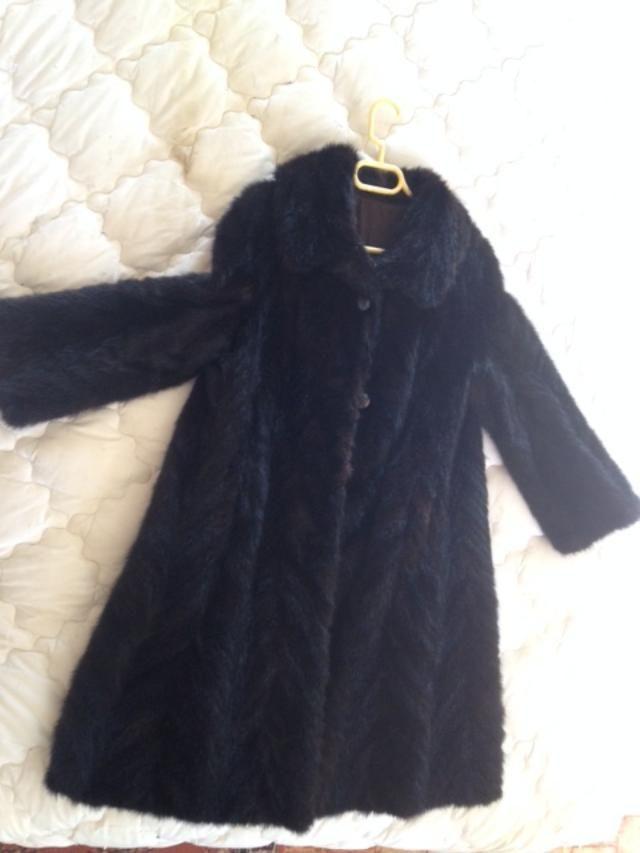 Manteau fourrure noire    vison 0 Bouaye (44)