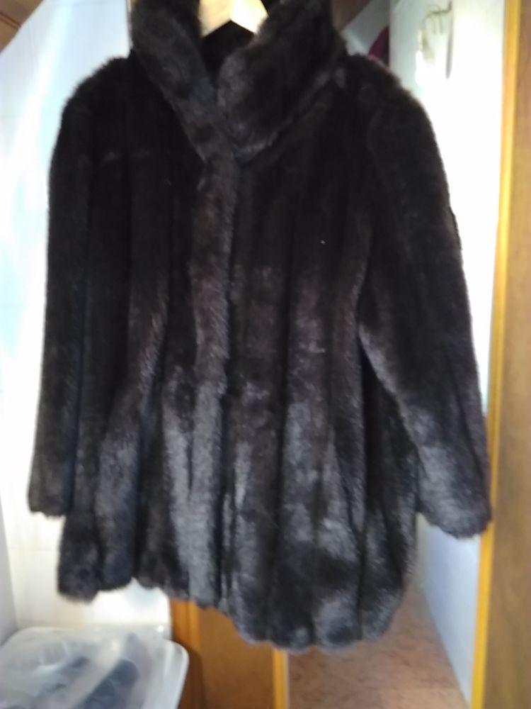 manteau fourrure synthétique 100 Brive-la-Gaillarde (19)