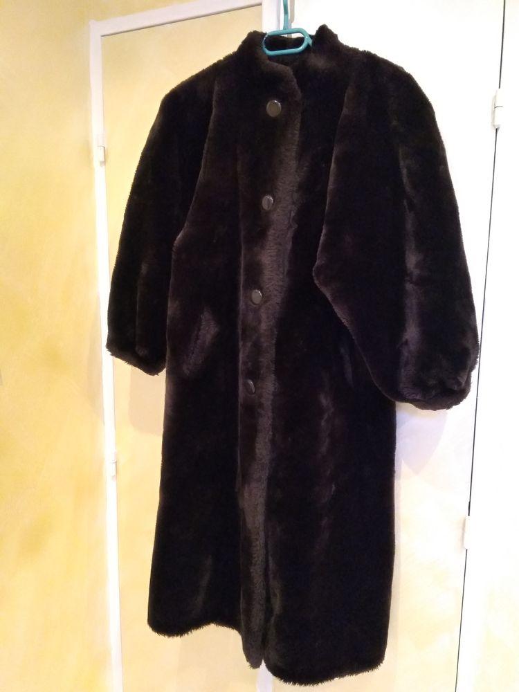manteau en fourrure synthétique 85 Nice (06)