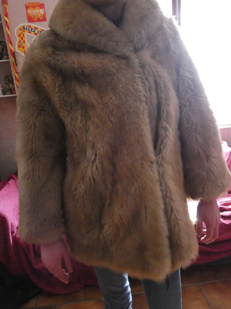 manteau fourrure synthétique femme coloris marron clair 20 Wattrelos (59)