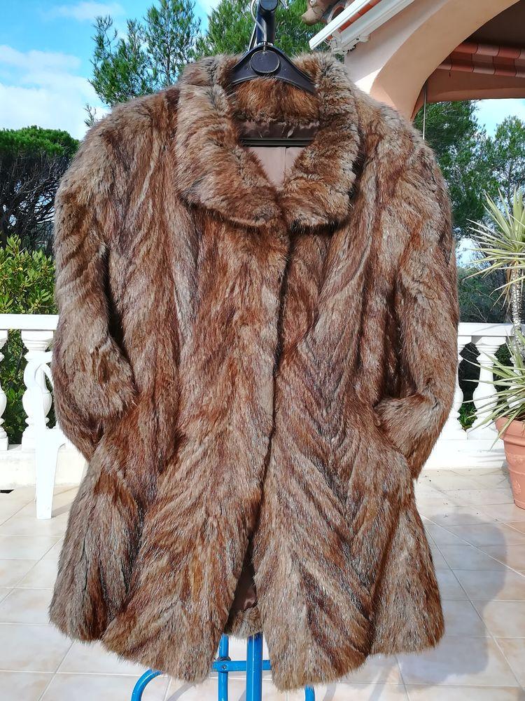 Manteau de fourrure véritable en chevreuil. Vêtements