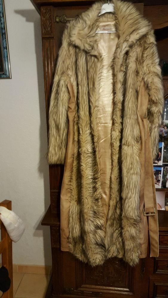 Manteau long  fourrure et peau taille XL mais fait 44/46 150 Six-Fours-les-Plages (83)