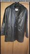 Manteau de peau femme de couleur noir. Pour l'hiver Vêtements