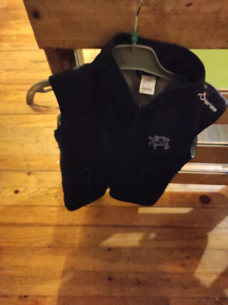 15€ manteau sans manches taille 8 ans 15 Accolay (89)