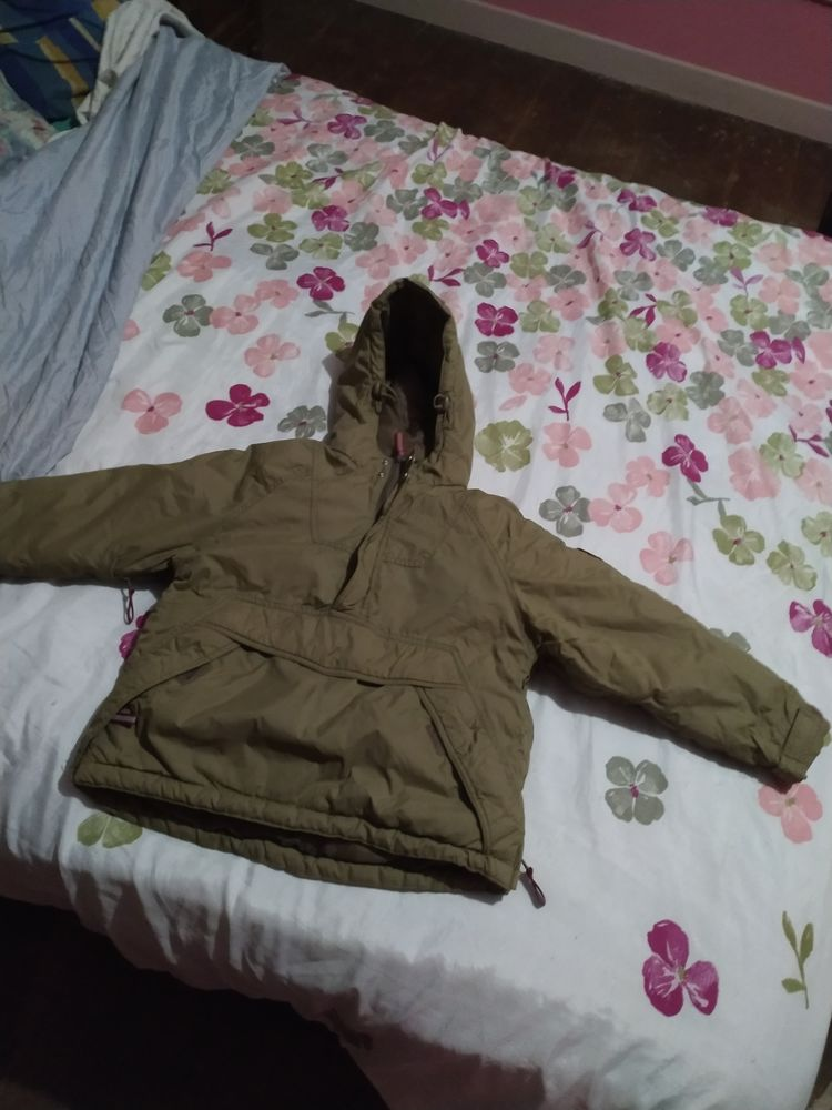 11€ manteau taille 6ans  Enfile comme un pull 11 Accolay (89)
