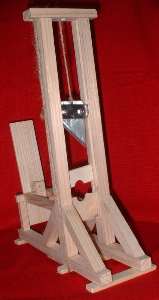 Maquette de guillotine, modèle 1792 48 Rennes (35)