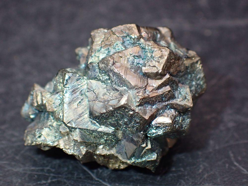 Marcasite irisée , République Tchèque 13gr 24 x 19 x 16 mm  14 Moyenmoutier (88)