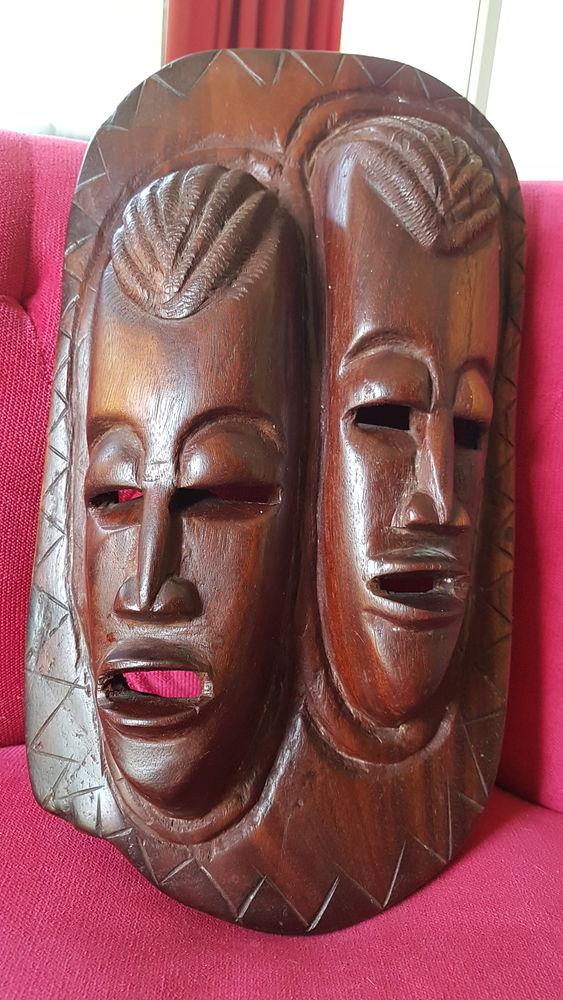1 masque en bois rouge 20 Martigues (13)