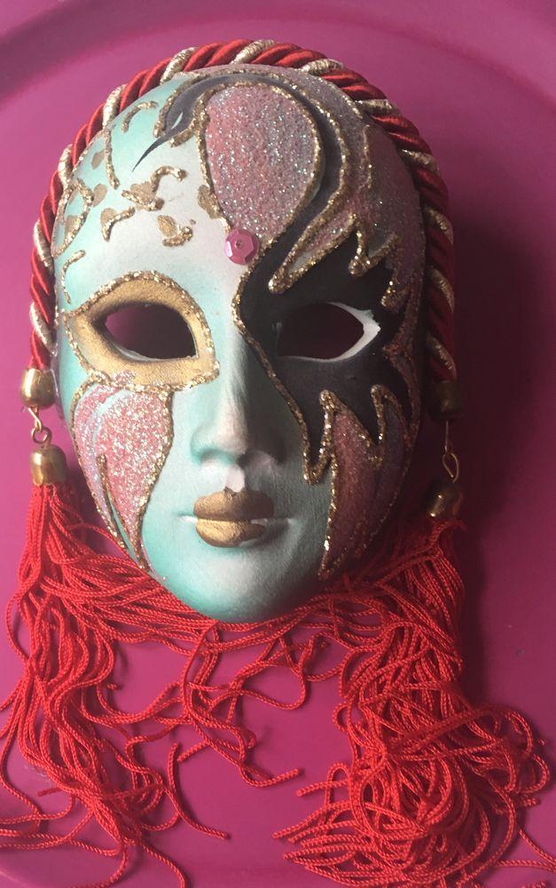 Masque de femme de Venise 15 La Garenne-Colombes (92)