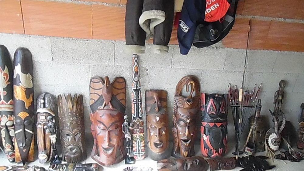 MASQUES AFRICAINS EN BOIS FACIALS ET MASQUES TOTEM. 50 Béziers (34)