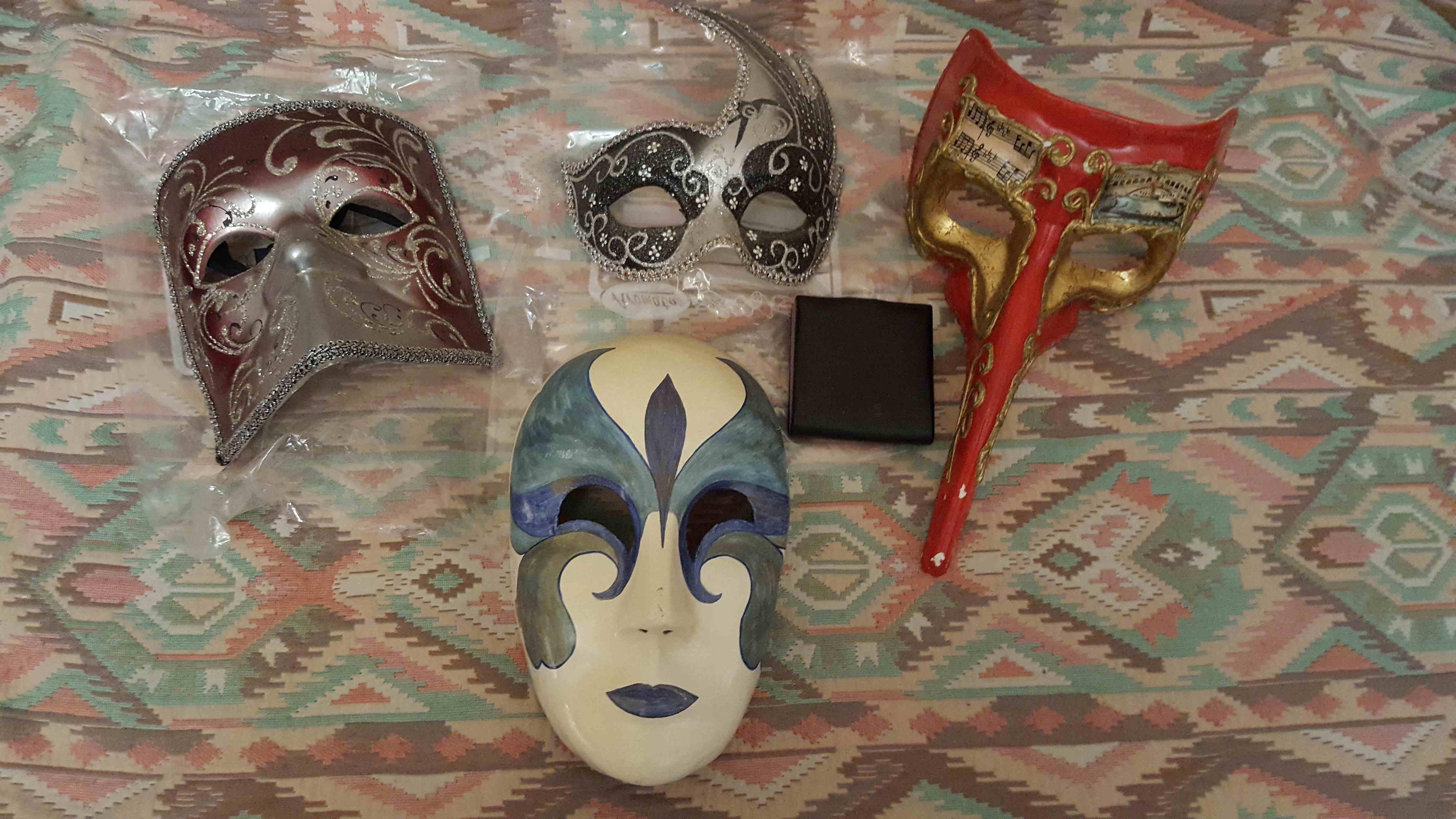 Lot de 4 masques de Carnaval de Venise 30 Marseille 9 (13)