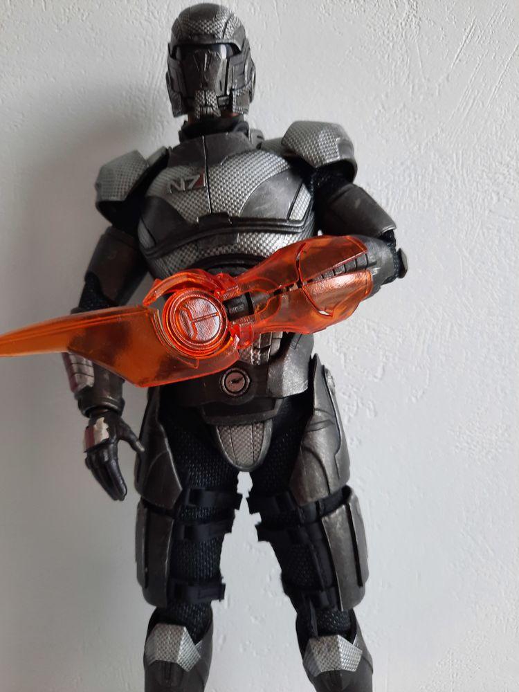 Mass Effect - Shepard 450 Dijon (21)