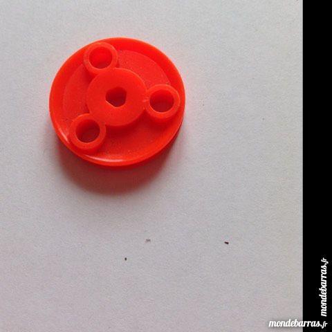Meccano , lot de 4 poulies 25 mm à trous plastique 2 Montereau-Fault-Yonne (77)