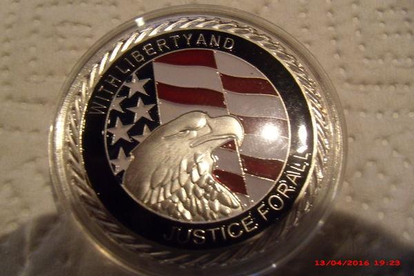 Médaille commémorative du 11 septembre 2001 u s a 12 Le Luc (83)